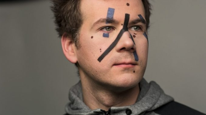 Grigory-Bakunov-maquillage-anonyme